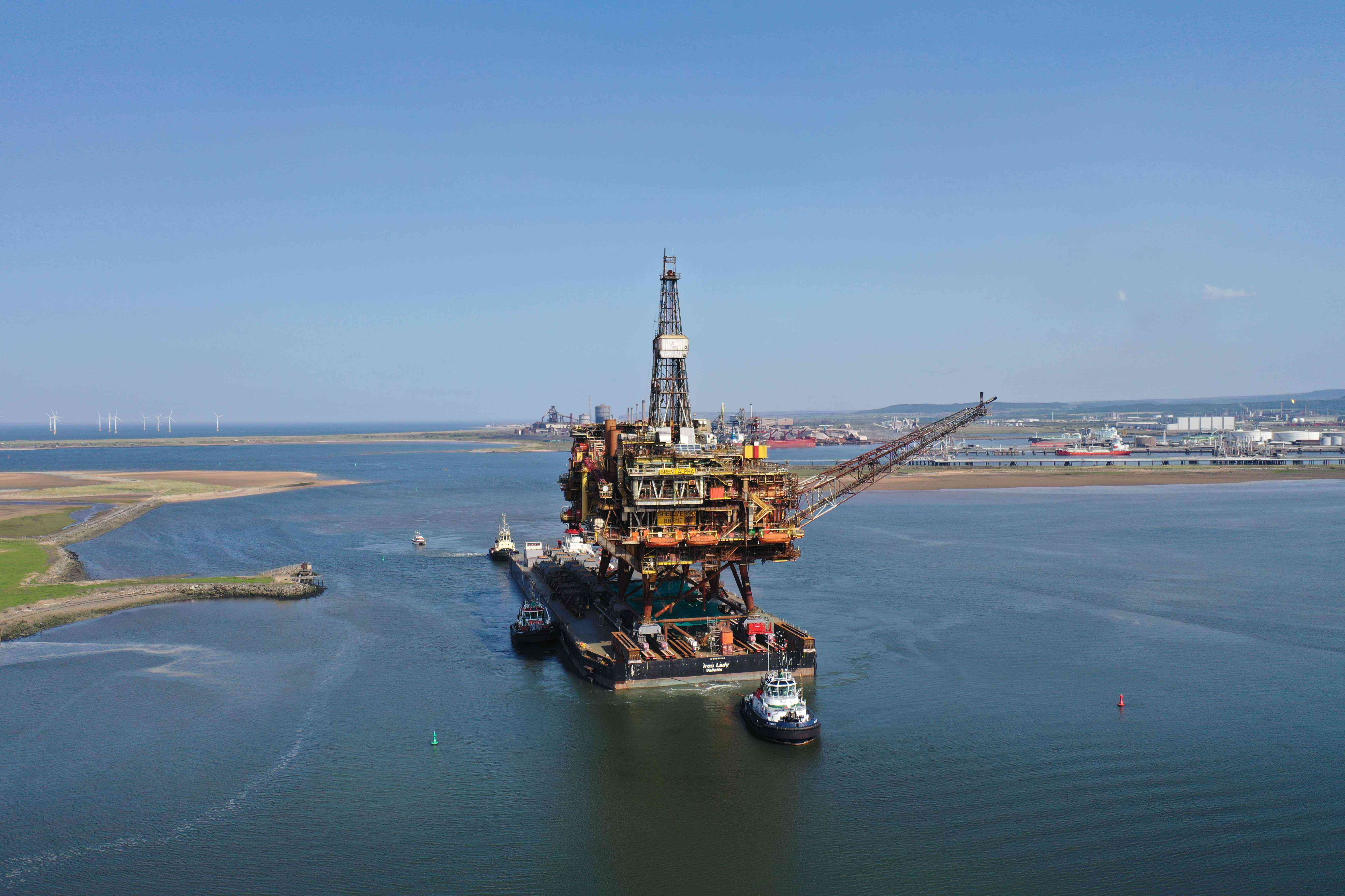 Arrival of the Giant 17,000 tonne Shell Brent Alpha Rig at ASP